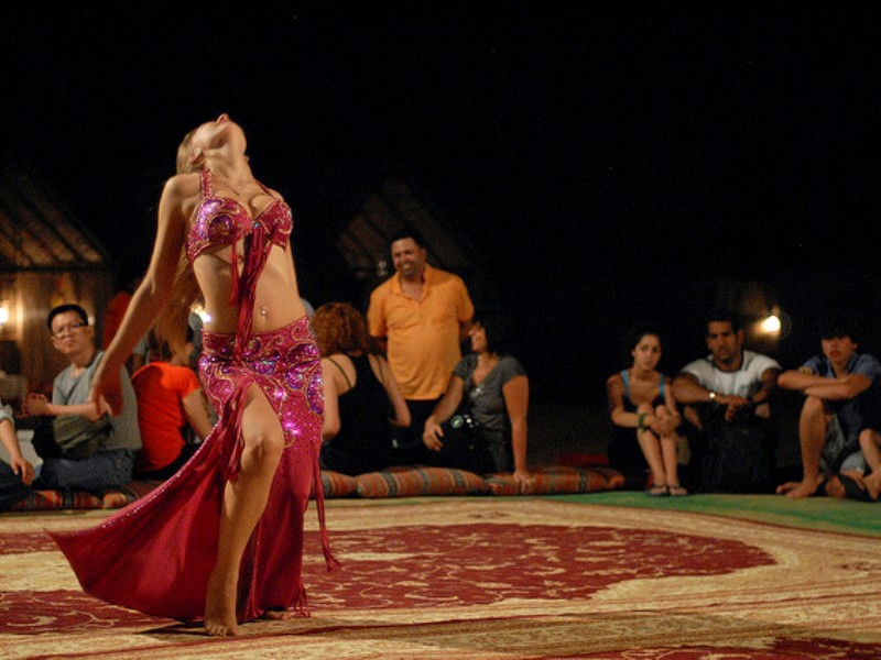 dubai_desert_safari_belly_dance_2.jpg